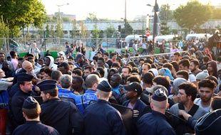Plus de 2.000 migrants ont été évacués de campements dans le nord de Paris, le 7 juillet 2017.