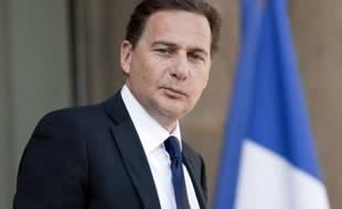 """La France est """"favorable"""" à la proposition américaine et britannique d'autoriser les Etats à puiser dans les réserves stratégiques de pétrole pour lutter contre la hausse des cours du brut, a déclaré mercredi le ministre de l'Energie Eric Besson."""