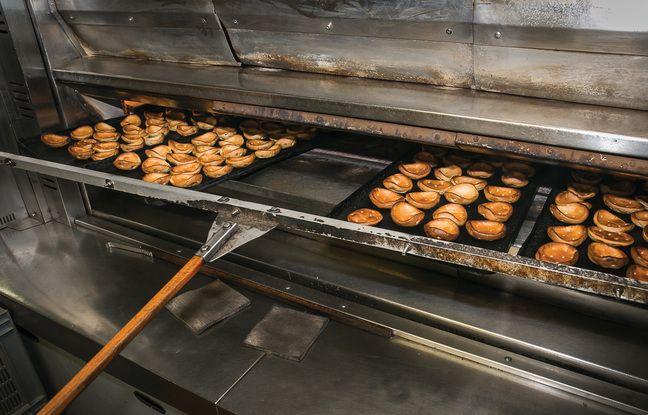Le craquelin est un biscuit échaudé, d'abord cuit à l'eau puis au four.