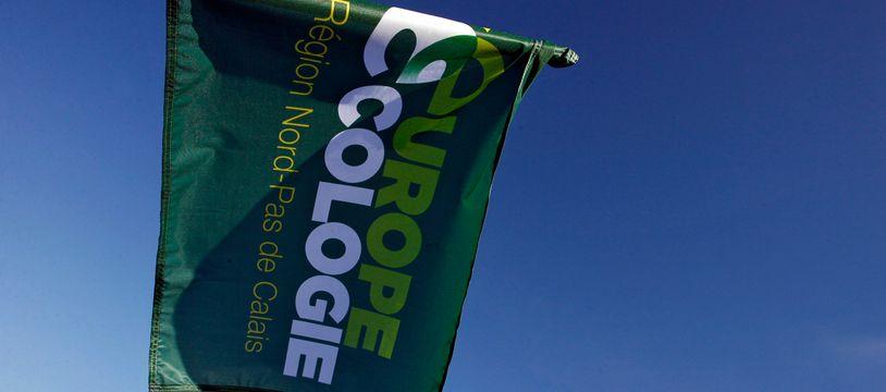 Le drapeau du parti Europe écologie les Verts (EELV).