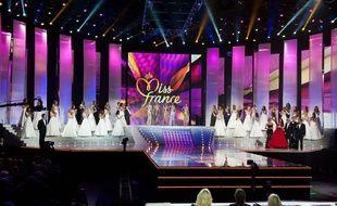 Même depuis son canapé, on aime bien se mettre dans la peau du jury de Miss France.