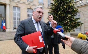 Le ministre des Transports Frédéric Cuvillier a indiqué vendredi matin que la vitesse maximale, qui vient d'être abaissée de 10 km/h sur le périphérique parisien, n'avait pas vocation à l'être sur le réseau autoroutier.