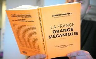 La France Orange mécanique veut démontrer que les statistiques sont partielles et orientées.