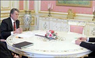 Le Premier ministre ukrainien pro-russe Viktor Ianoukovitch a proposé mercredi des concessions au président Viktor Iouchtchenko pour que celui-ci revienne sur sa décision de dissoudre le Parlement.