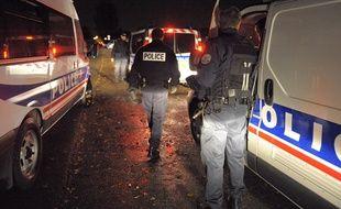 Trois policiers de la Bac ont été percutés par l'arrière alors qu'ils attendaient à un feu rouge. Illustration