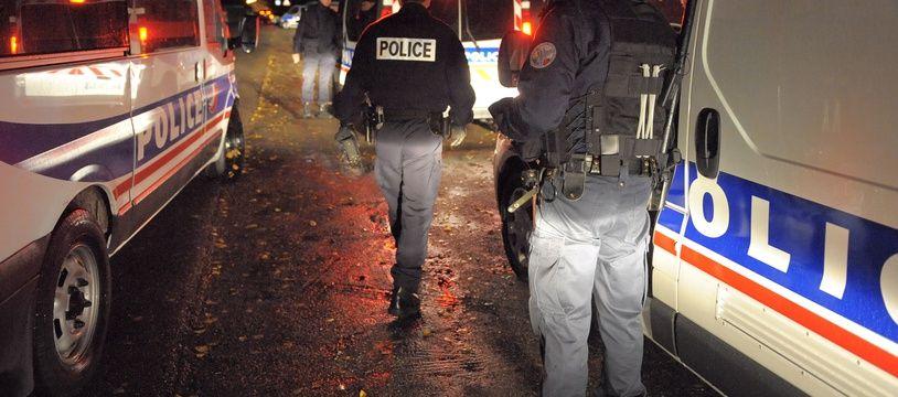 Illustration police la nuit. Strasbourg le 03 11 2009