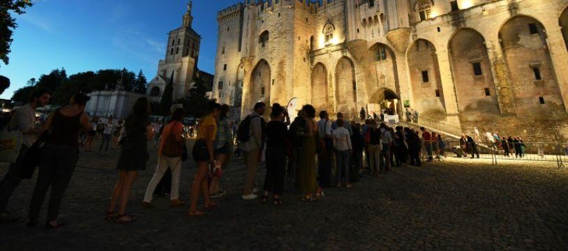 Le Palais des Papes à Avignon, pendant le festival