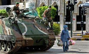 L'armée a décidé d'utiliser si nécessaire la force à partir de mardi contre toute présence d'hommes armés et poursuivait son déploiement à travers le Liban, sans parvenir à empêcher les violences dans le nord du pays.