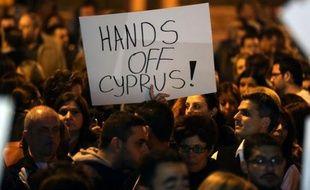 Paralysée par la crise financière, Chypre a cherché jeudi, sous la pression d'un ultimatum européen, à éviter coûte que coûte la ruine et la faillite de ses banques, grâce à un plan B protégeant les petits épargnants mais qui reste encore suspendu à l'aval des Européens.