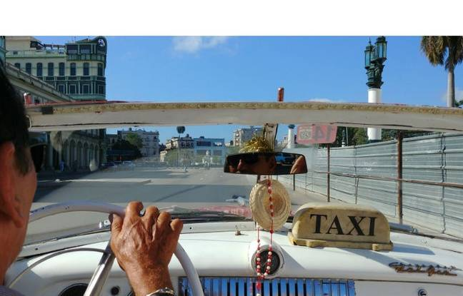 En taxi dans les rues de la Havane (format standard).