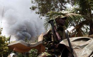 Lundi après-midi, de la fumée sortait toujours du centre commercial où les affrontements entre le commando et les troupes kenyanes se poursuivent.