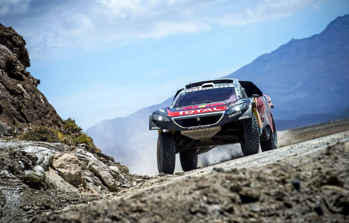 La Peugeot de Sébastien Loeb, sur le Dakar 2016, en Bolivie. – SIPA