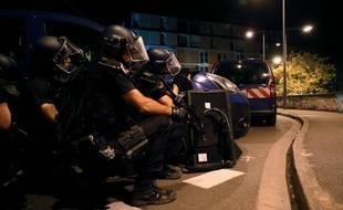 Des forces d el'ordre à Beaumont-sur-Oise le vendredi 22 juillet 2016.