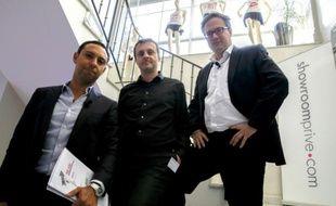 Les deux dirigeants fondateurs de Showroomprivé, David Dayan (g) et Thierry Petit (c) et leur directeur financier Nicolas Woussen (d), le 9 septembre 2015