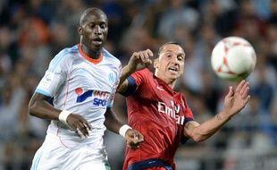 Le défenseur marseillais Rod Fanni face à Zlatan Ibrahimovic, le 7 octobre 2012, au stade Vélodrome.