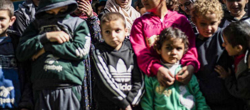 Un groupe d'enfants yazidis, minorité kurdophone persécutée et asservie par les jihadistes à partir de 2014.