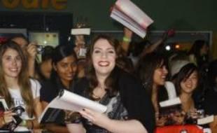 """Stephenie Meyer à la première du film """"Twilight"""", à Los Angeles, le 17 novembre 2008"""