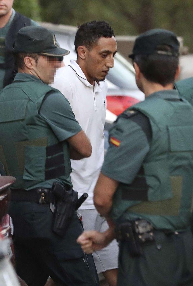 Driss Oukabir, l'un des quatre suspects arrêtés après les attentats de Catalogne, arrive au tribunal de Madrid mardi 22 août 2017.