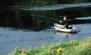 Un pêcheur sur une rivière. Illustration.
