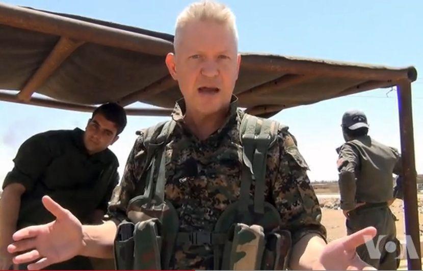 L'histoire invraisemblable d'un acteur à Hollywood parti combattre Daesh et aujourd'hui en exil