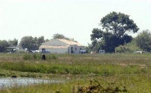 L'ex-concubin de la mère du garçon retrouvé inanimé vendredi dans le lac d'Apremont (Vendée) a été interpellé dimanche à la mi-journée pour être entendu comme témoin, quelques heures après avoir été mis en cause par l'enfant, a-t-on appris auprès de la gendarmerie.