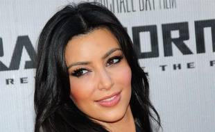 """Kim Kardashian arrive à la première du film """"Transformers: la  revanche"""" à Los Angeles, le 22 juin 2009."""