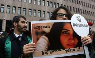 Manifestation à Ankara le 16 février 2015 après le meurtre d'une étudiante.