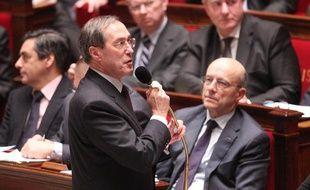Le nouveau ministre de l'Intérieur, Claude Guéant, lors de sa première séance des questions au gouvernement à l'Assemblée nationale, à Paris, le 1er mars 2011.