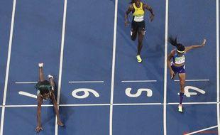 Shaunae Miller a plongé pour s'offrir la médaille d'or sur 400m lors de JO de Rio, le 15 août 2016.