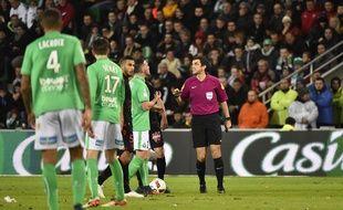 Les joueurs stéphanois ont subi une décision très litigieuse de Frank Schneider, dimanche soir face à Nice (0-1).