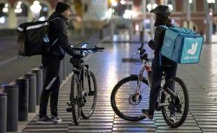 Des livreurs à vélo (Illustration).