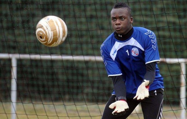 Junior Ntima sous les couleurs du RC Strasbourg. Il y a joué de 2009 à 2012.