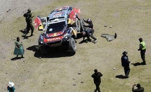 Sébatien Loeb victime d'une crevaison le 8 janvier 2016 sur le Dakar, en Bolivie.