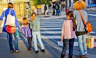 Une fillette a été renversée par un automobiliste, ivre, sur un passage piéton à Besançon (Doubs, Franche-Comté). L'enfant est passée entre les roues et ne souffre que de quelques contusions. (Illustration)