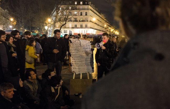 Paris, le 3 avril 2016, place de la République. Des personnes à la quatrieme «Nuit Debout.»