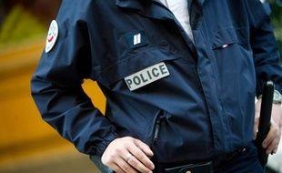 Des malfaiteurs ont tenté lundi matin à Montreuil (Seine-Saint-Denis) de braquer deux fourgons blindés de la société TAS en les percutant avec deux poids-lourds sans faire de blessés, avant de prendre la fuite, a-t-on appris auprès de la préfecture et de sources proches de l'enquête.