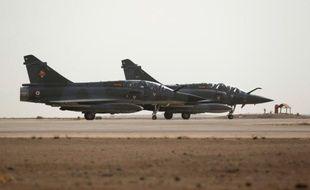 Deux avions Mirage se préparent à décoller le 12 octobre 2015 en Jordanie