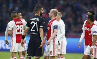 A l'image de cet accrochage à l'aller entre les deux capitaines Maxime Gonalons et Davy Klaassen, l'Ajax ne manque pas de caractère malgré sa jeunesse.
