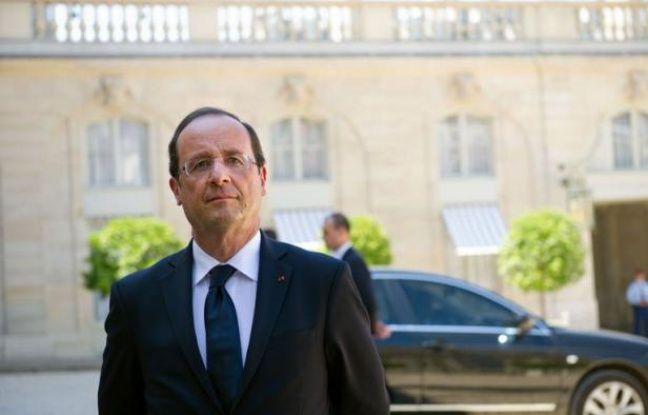 """François Hollande, coprince d'Andorre en tant que président de la République française, a affirmé, devant deux hauts responsables politiques andorrans reçus jeudi à l'Elysée, qu'il prévoyait une visite dans cette principauté, """"peut-être avant la fin de cette année""""."""