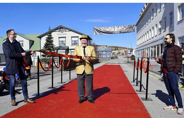 Husavik (Islande) a installé un tapis rouge aux airs hollywoodiens avant la cérémonie des Oscars 2021.