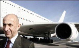 """Airbus doit lever le voile mardi sur les grandes lignes d'un vaste plan de restructuration qui suscite l'inquiétude dans les rangs politiques et syndicaux tant en France qu'en Allemagne, où l'on craint ses conséquences sociales et industrielles. Le PDG, Louis Gallois, devrait tenir une conférence de presse mardi afin de livrer les premiers détails de """"Power8""""."""