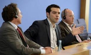 La Grèce restera dans l'euro si la gauche radicale Syriza gagne les prochaines élections législatives de juin, a affirmé mardi à Berlin le leader de ce parti, Alexis Tsipras, à la veille d'un sommet européen à Bruxelles consacré à la crise.