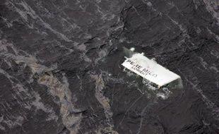 Un chasseur de mines ira inspecter l'épave du Père Milo, qui a sombré dans une collision avec un cargo turc le 9 avril au large du Morbihan, et vérifier si le chalutier était en action de pêche au moment des faits, a-t-on appris mardi auprès du parquet de Lorient.