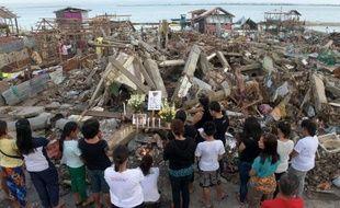 Les catastrophes dans le monde en 2013, qu'elles soient dûes à l'homme ou à la nature, ont causé plus de morts qu'en 2012, mais seront moins coûteuses pour les assurances, car peu de personnes sont assurées dans les pays dévastés comme les Philippines, selon une estimation publiée mardi par l'assureur Swiss Re à Zurich.