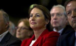 """Ségolène Royal, ex-candidate PS à l'Elysée, a recommandé lundi aux """"entourages"""" de François Hollande de ne plus """"zapper"""" la présidentielle de 2007, quand les Français l'avaient portée au second tour."""