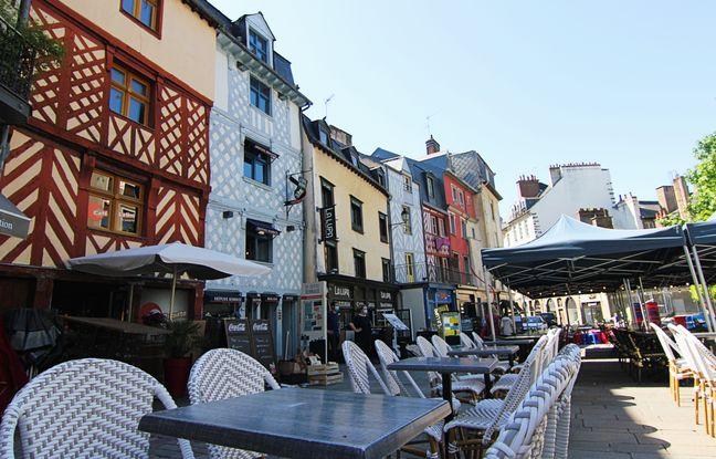 Illustration d'une terrasse d'un café, ici place Saint-Michel, à Rennes.