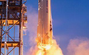 Une photographie en plan serré de la capsule New Shepard de Blue Origin, lors d'un lancement effectué le 19 mai 2021 au Texas. (Illustration)