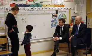 Emmanuel Macron et Jean-Michel Blanquer dans une école parisienne.
