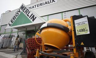 Certains magasins de bricolage, comme ceux de l'enseigne Leroy Merlin, peuvent reste ouverts pendant le confinement (illustration).