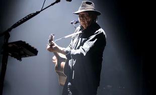 L'artiste Neil Young sur la scène du SSE Hydro de Glasgow en 2016